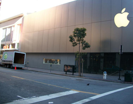 Our Junk hauling truck in front of the downtown San Francisco Apple Store